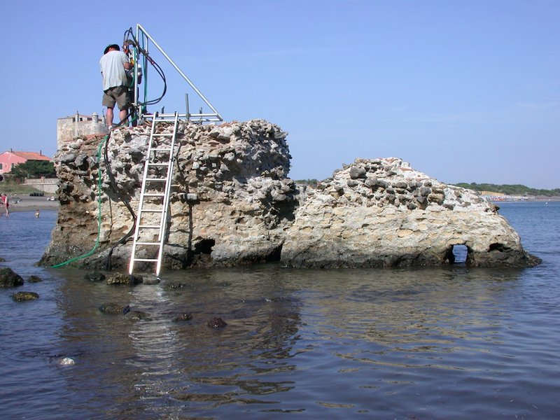Drilling at a marine structure in Portus Cosanus, Tuscany, 2003